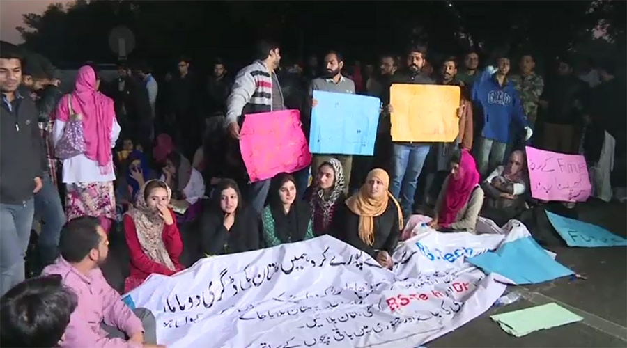 Traffic blocked as BZU Lahore students protest on Canal Road