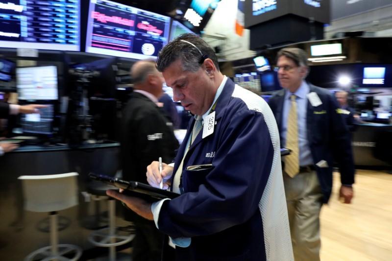 US stock futures flat as investors gauge big companies' earnings