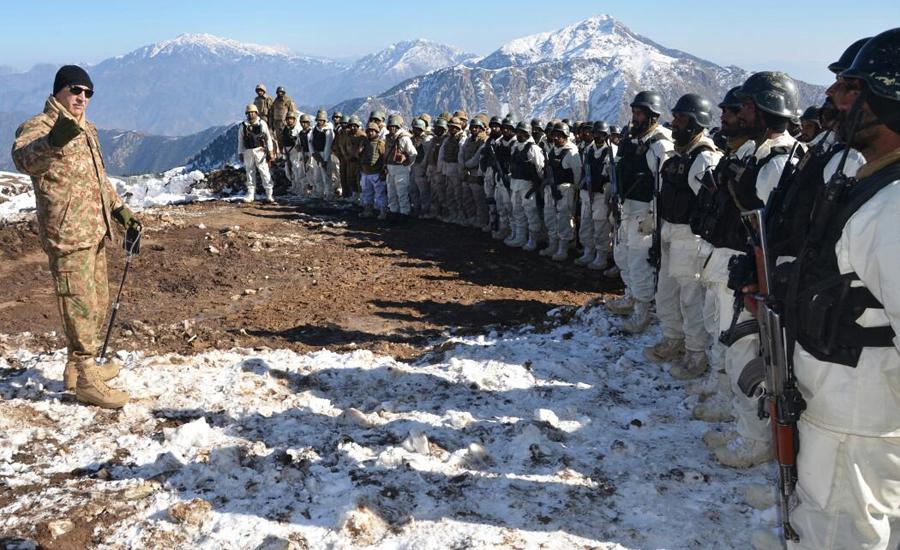 Commander Peshawar Corps Lt Gen Nazir Butt visits forward areas of Bajaur