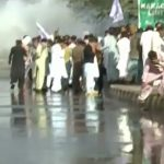 Police beat up protesting teachers in Karachi