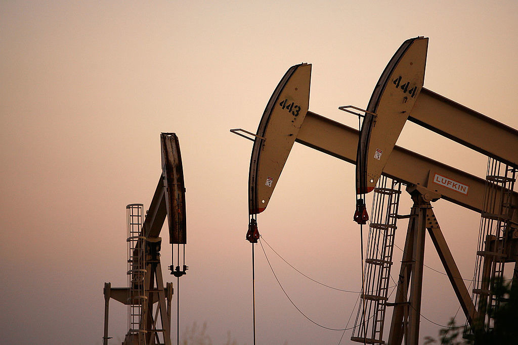 Crude oil prices drop as global growth fears weigh