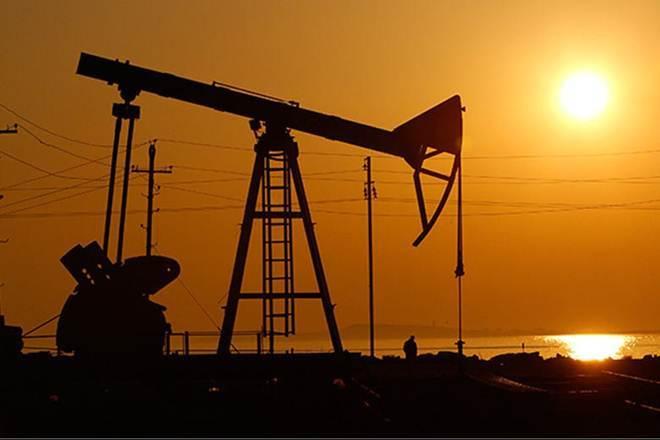 Oil slips after US rig count rises; Iran concerns cap downside