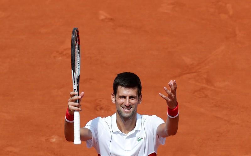 Misfiring Djokovic still searching for those golden shots