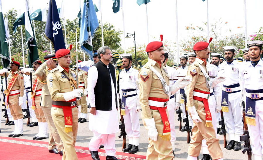 PM Abbasi given guard of honour as govt ends tenure