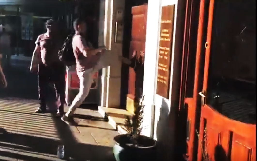 Aggressive protestors tried to break door of Sharifs' Avenfield flats