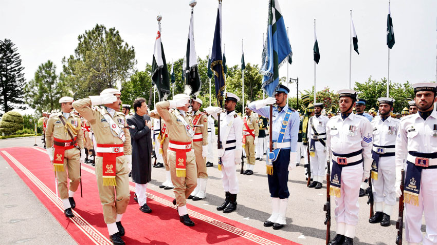 Imran Khan presented guard of honour at PM House