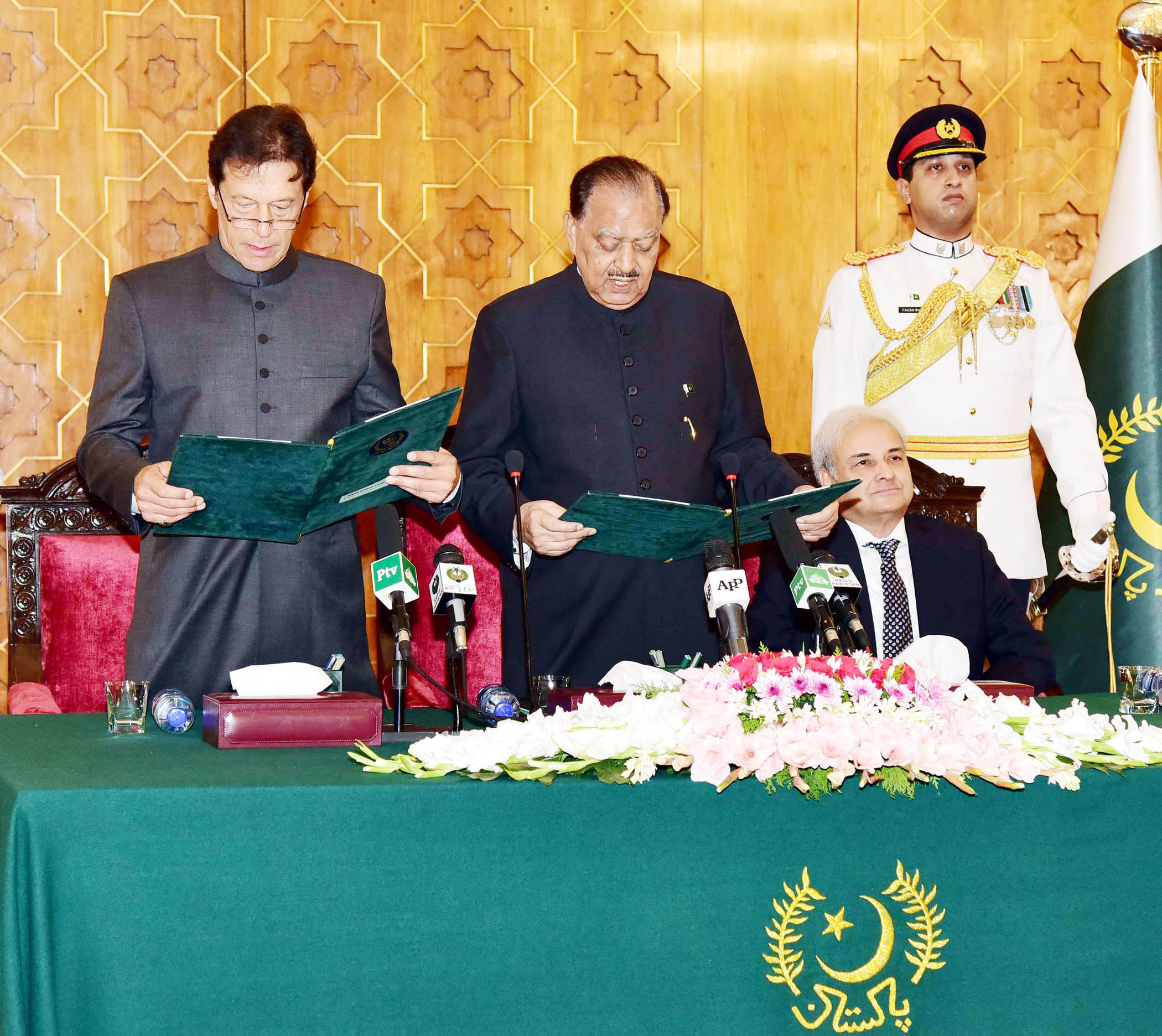 Imran seen nervous pronouncing words during oath