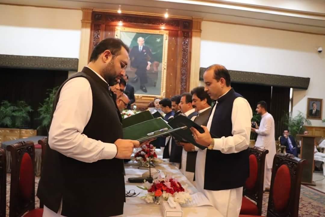 11-member KP cabinet takes oath