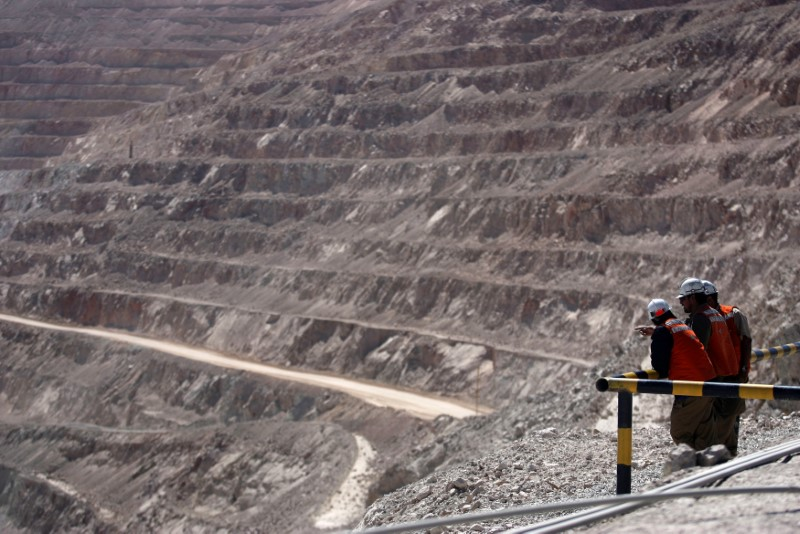 Workers at Chile's Escondida, world's top copper mine, ink contract