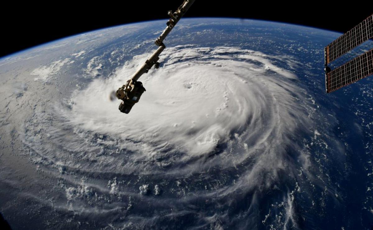 As Hurricane Florence nears Carolinas, 1 million told to evacuate