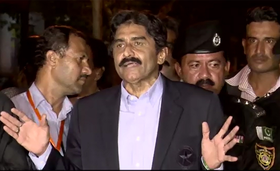 Former cricketer Javed Miandad donates Rs200,000 to dam fund