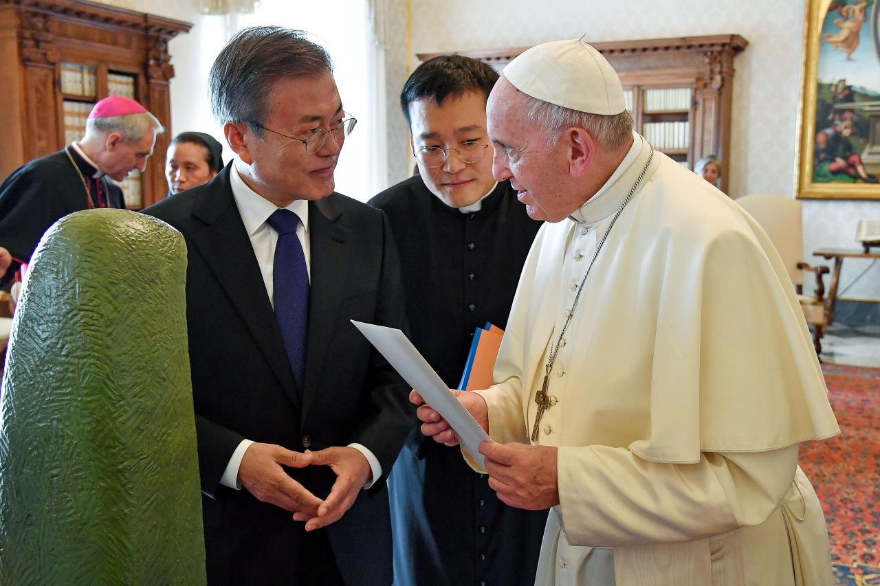 Pope gets invite to North Korea, indicates will consider it