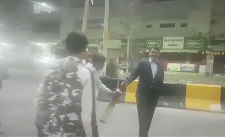 Video of DG ISPR playing cricket on a road in Karachi goes viral