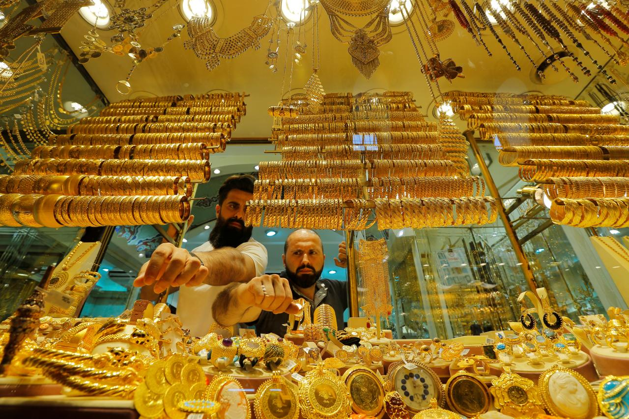 Gold rises as US political uncertainty breeds risk-aversion