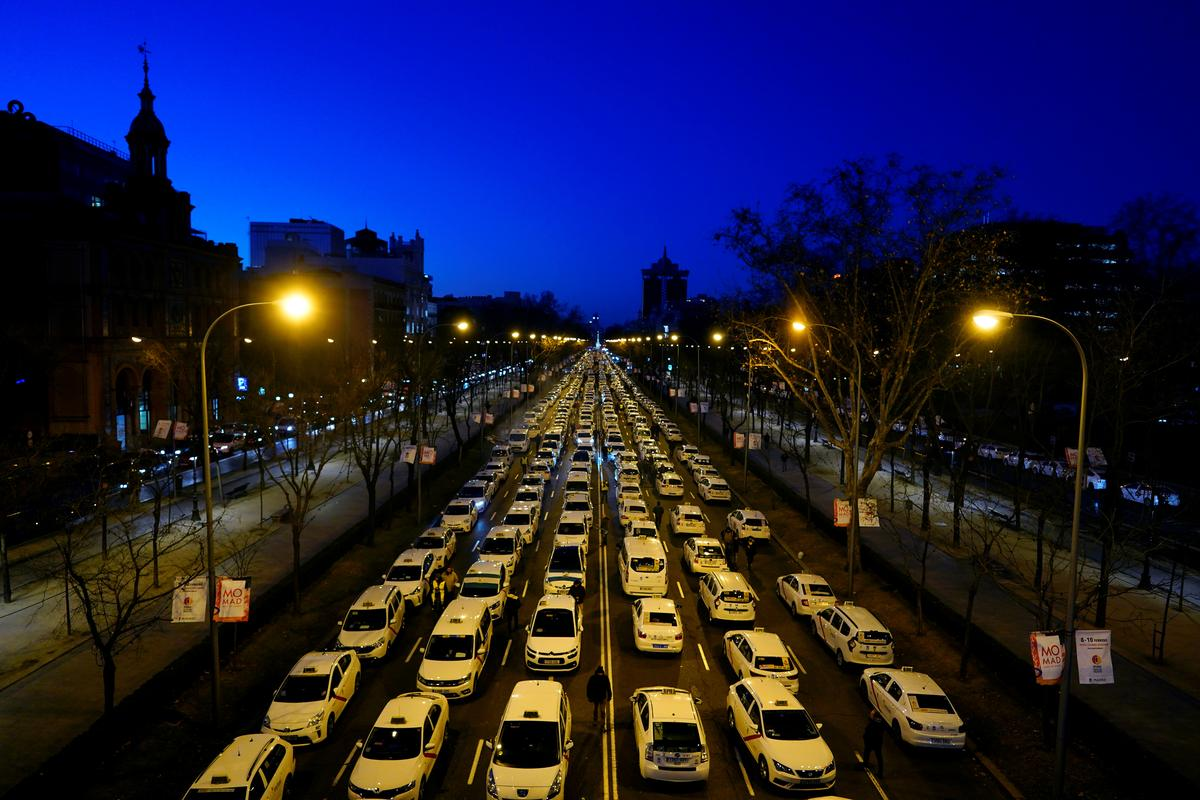Madrid taxis block major road in biggest anti-Uber protest yet