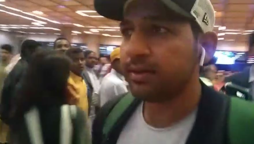 Sarfraz Ahmed arrives in Karachi after four matches ban