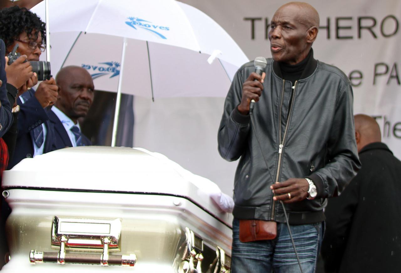 Zimbabwean musician Mtukudzi dies