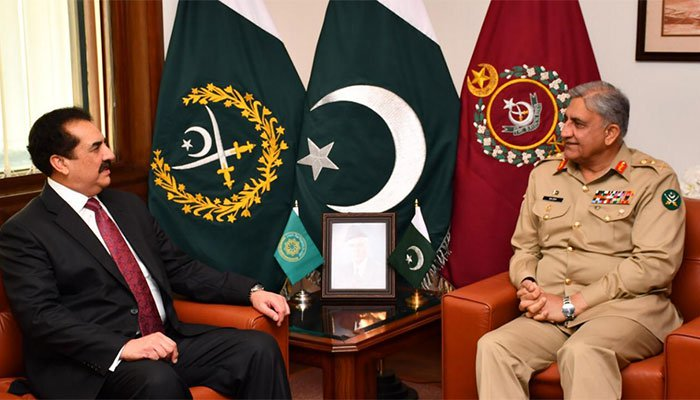 Raheel Sharif calls on COAS Gen Bajwa at GHQ