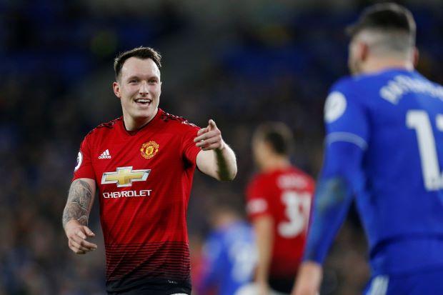 Manchester United defender Jones extends deal to 2023