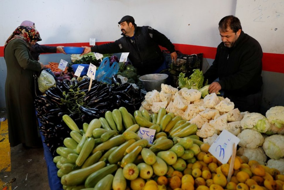 Turkey opens govt vegetable stalls in battle with inflation