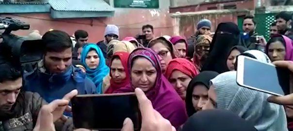 Pakistani, women, IOK, travel documents