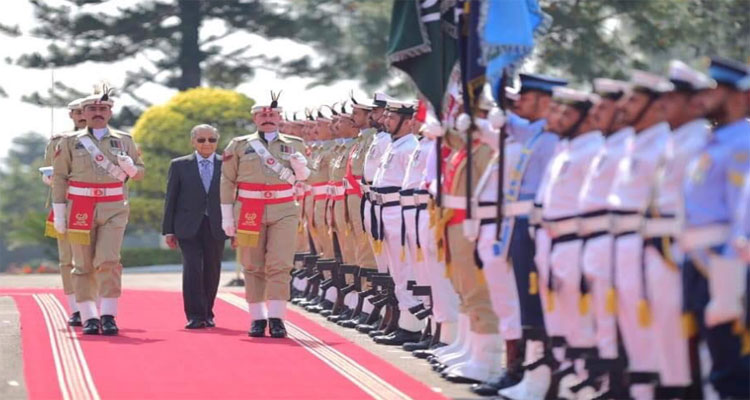 Mahathir Malysian PM Malysian Prime Minister Dr Mahathir guard of honour PM House Prime MInisters house PM Imrna KHan Imrna Khan
