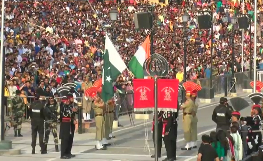 Impressive flag-lowering ceremony held at Wagah Border on Pakistan Day