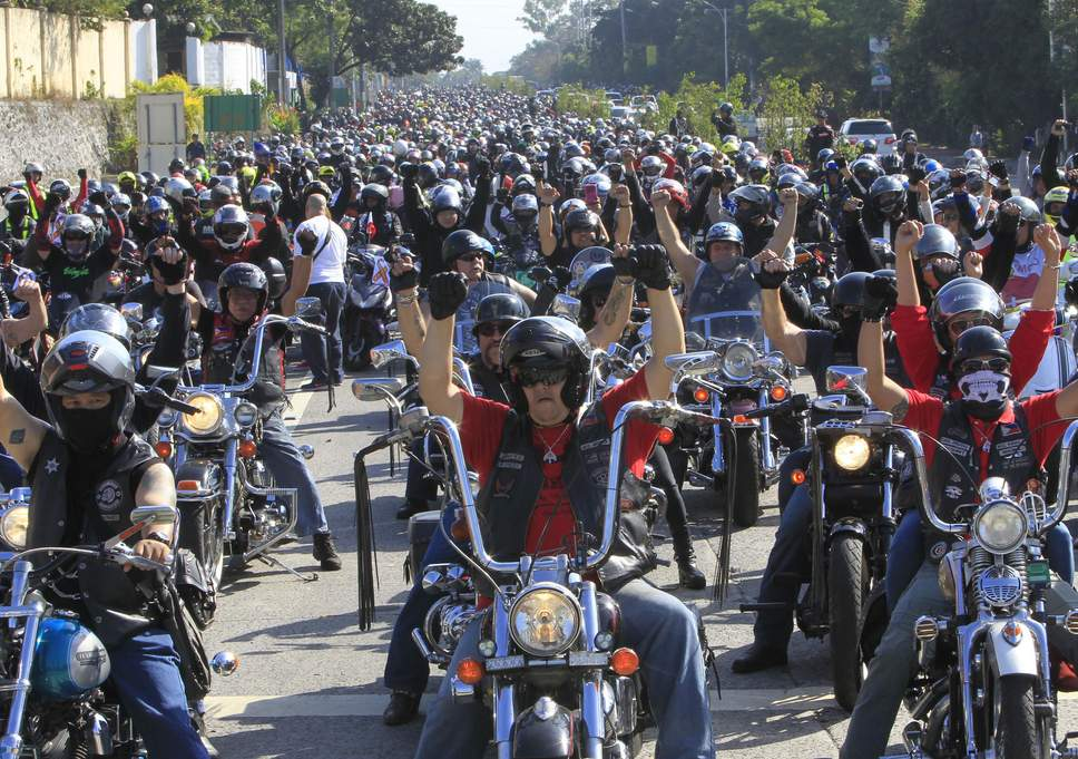 Thousands of motorbikers protest at Philippines' new plate regulation