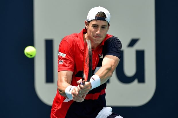 Federer to face Isner in Miami final