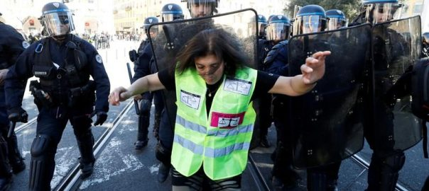 yellow vests paris macron government tax looting
