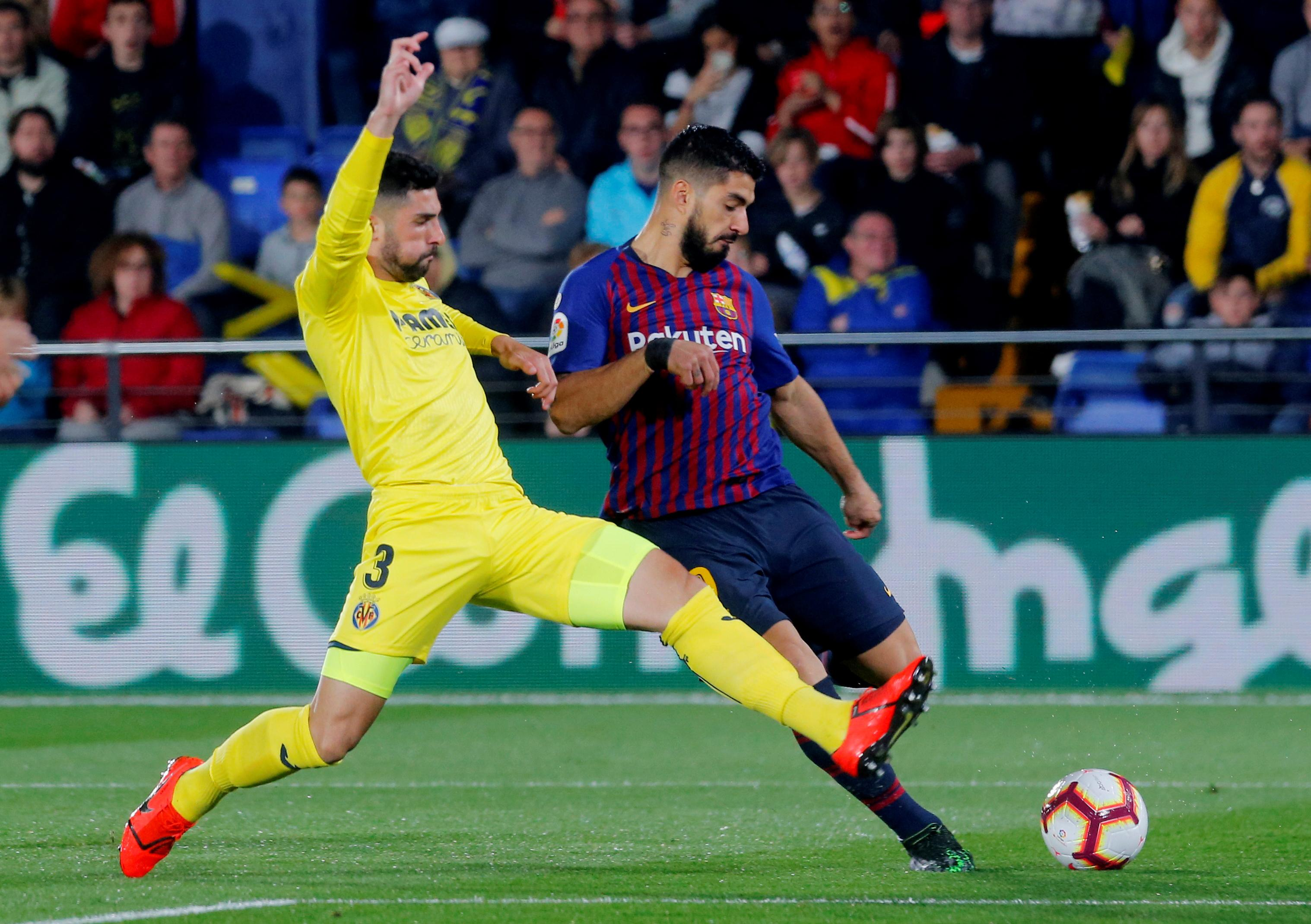 Messi and Suarez late show rescues Barca in 4-4 draw at Villarreal