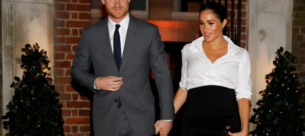 luxury Gold Diamaond Prince Harry and his American wife Meghan Markle Royal baby first child Gold dummies