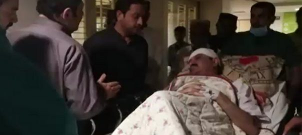 Unknown, accused, storm, house, injure, federal, minister, Karachi