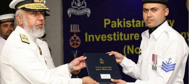 Vice Admiral, Kaleem Shaukat, confers, military, awards, officers, sailors