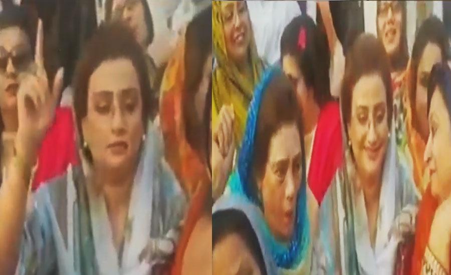 Slip of the tongue: PML-N's Uzma Bukhari chants 'Go Nawaz Go'