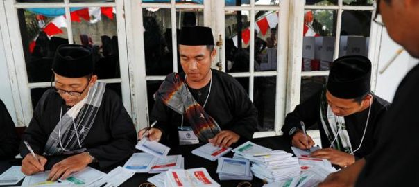 indonesia election workers fatigue-illnesss joko widodo