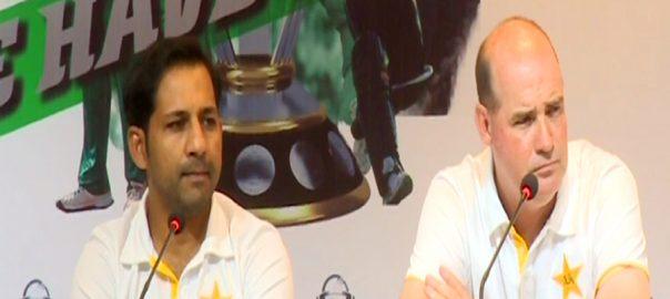Sarfraz Ahmed pakistani skipper paksitani captain mickey arthur world CUp CWC 2019 ICC PCB shahdab babar azam hafeez shoib malik yasir shah world cup trophy
