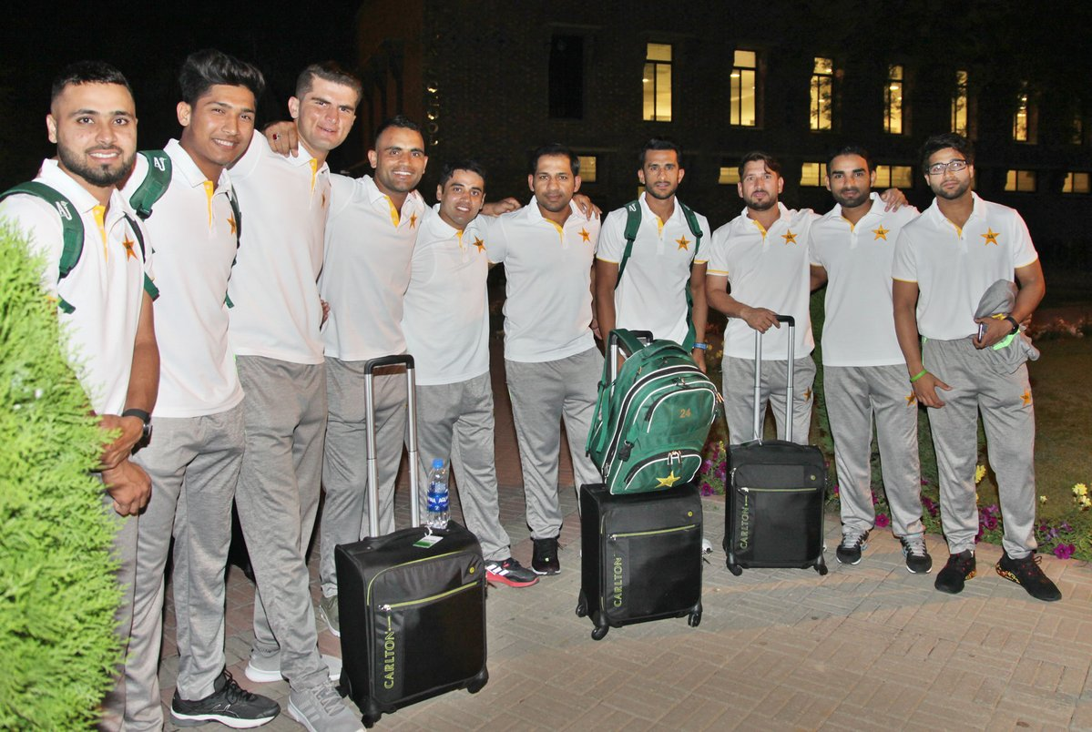 Pakistan cricket team leaves for England series, World Cup