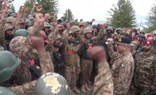 COAS, Qamar Bajwa, visits, troops, forward posts, Pak-Afghan border