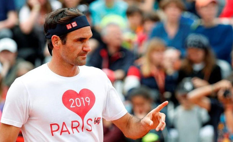 Federer returns on opening day at Roland Garros