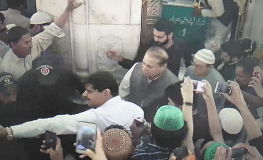 Nawaz Sharif visits shrine of Hazrat Data Ganj Bakhsh (RA)