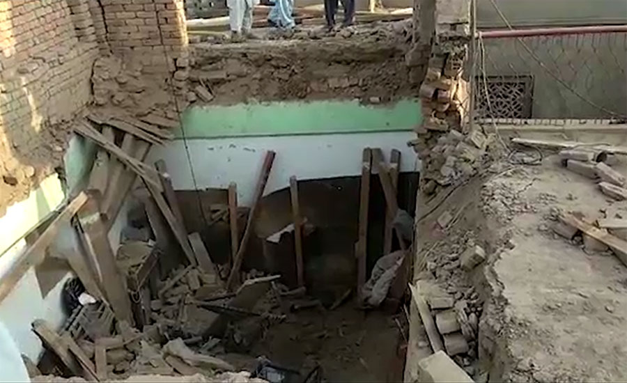 roof collapse sargodha bhera die father mother daughter