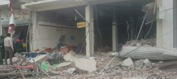 10, employees, injured, Sadiqabad, bank, blast