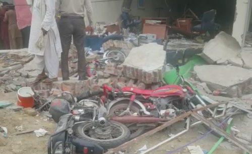 10, employees, injured, Sadiqabad, bank, blast