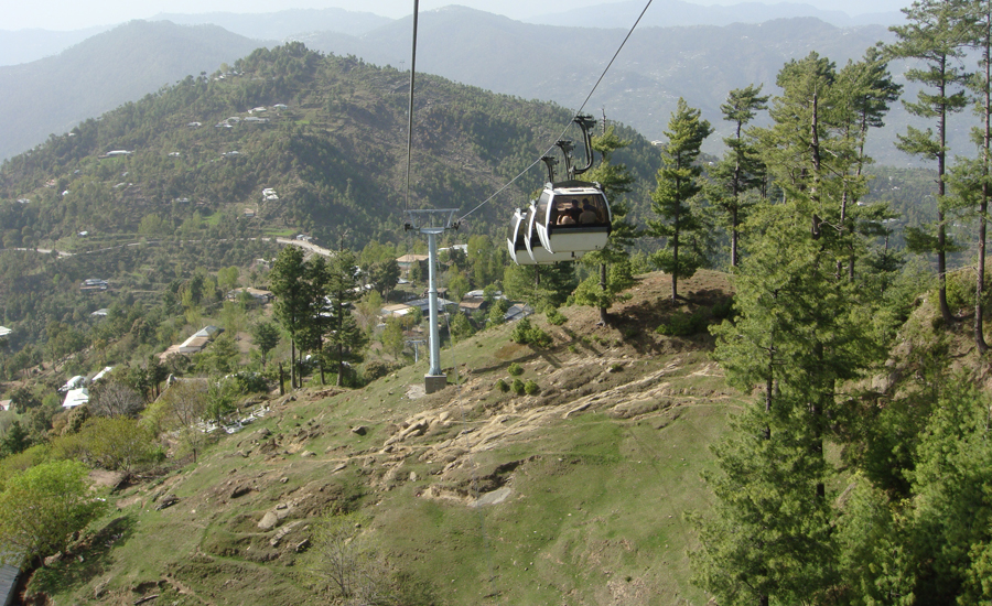 Over 70 tourists stranded as Patriata cable car stops midway