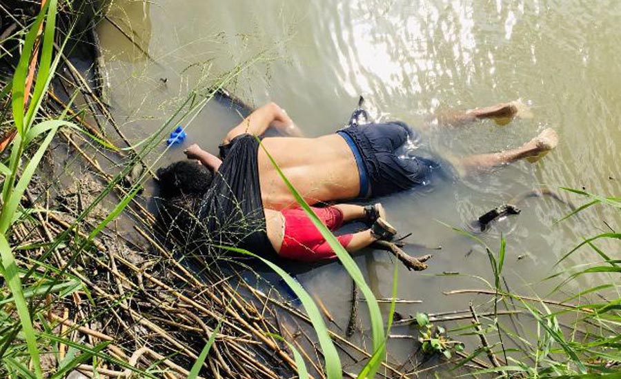 Harrowing photo of drowned migrants at US border draws global attention