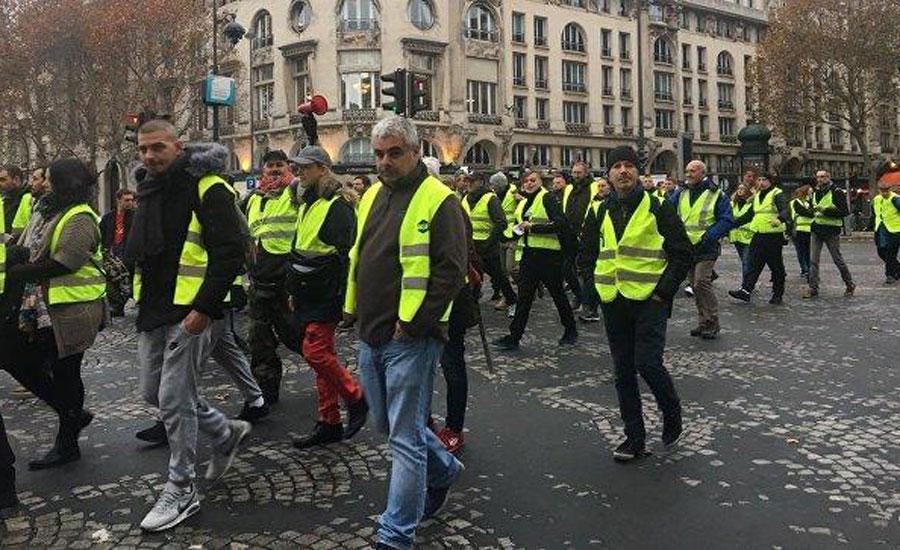 protest president tariff demonstrator emmanuel macron services