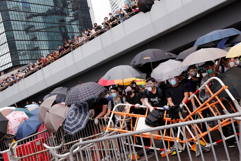 Thousands of protesters paralyse Hong Kong's financial hub over extradition bill