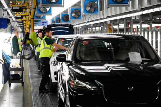 Jaguar Land Rover to build electric cars at UK plant