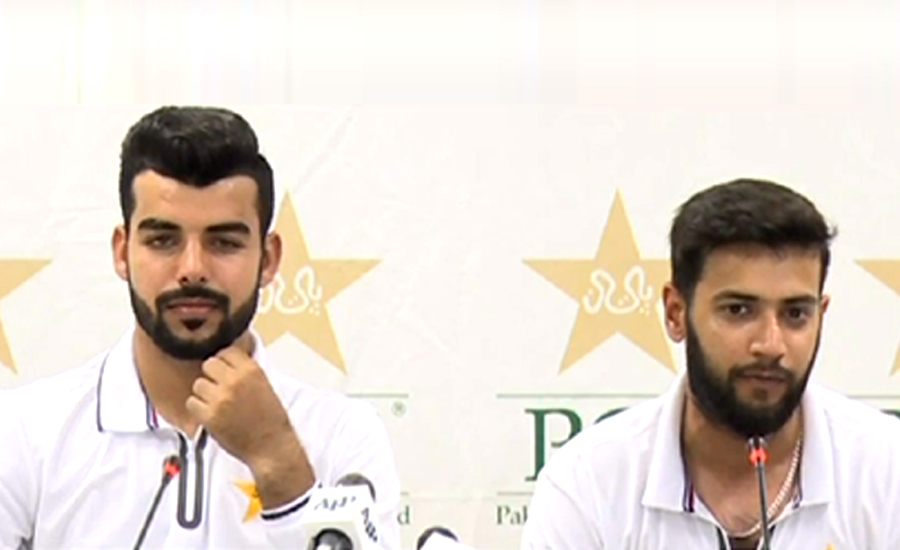 Imad Wasim denies grouping in team, PM's phone call